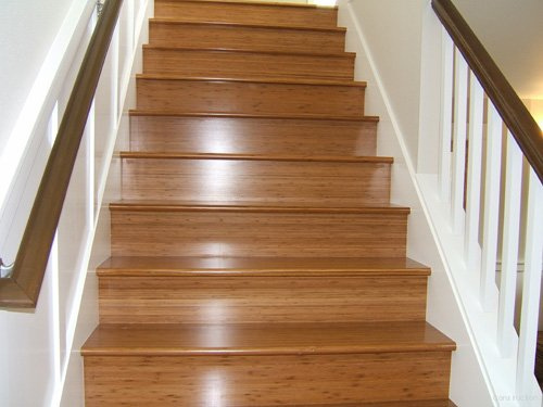 Escaleras de madera sala decora ilumina for Escaleras en madera
