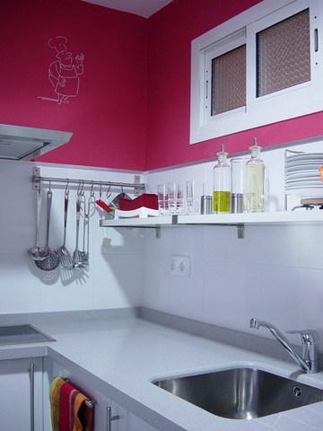 cocina con colores rosados