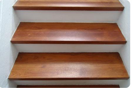 Escaleras de madera sala decora ilumina for Easy escaleras de madera