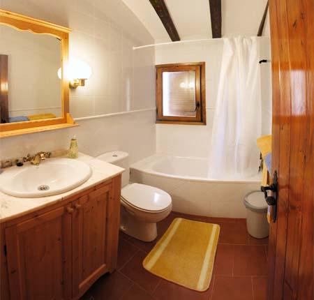 Decoraci n moderna para ba os peque os ba o decora ilumina - Diseno de duchas para banos ...