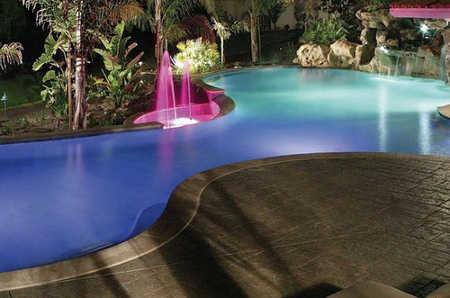 Dise os de piscinas modernas alistando la casa para el for Diseno de jardines modernos con piscina