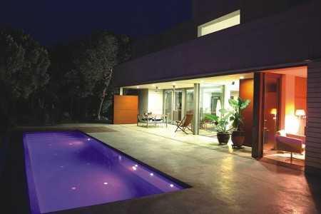 Dise os de piscinas modernas alistando la casa para el for Diseno de piletas modernas