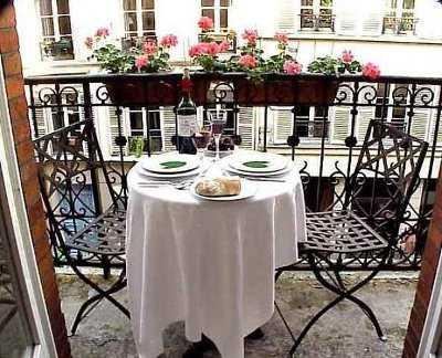 Decoraci n para terrazas peque as terraza decora ilumina for Mesas para terrazas pequenas