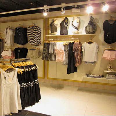 C mo decorar tu tienda de ropa tip del dia decora ilumina - Tiendas de decoracion de casa ...