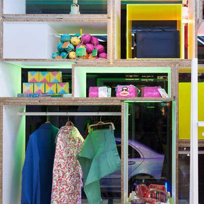 C mo decorar tu tienda de ropa tip del dia decora for Decoracion deportiva