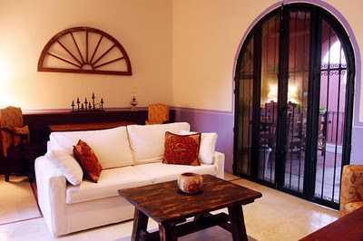 Decoraci n estilo mexicano innova en tu sala sala - Como pintar una casa rustica ...