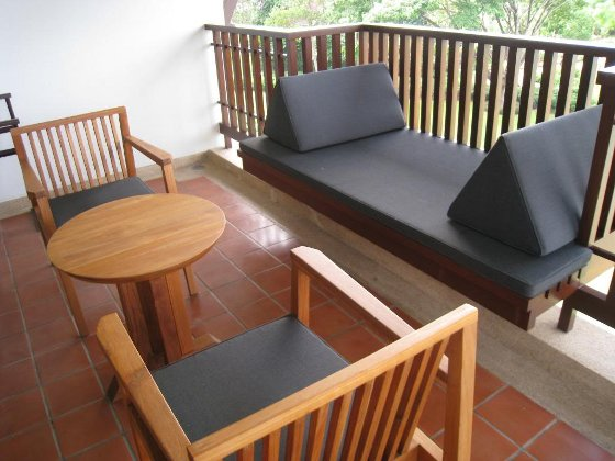 Ideas para crear peque os espacios al aire libre terraza - Muebles para terraza pequena ...