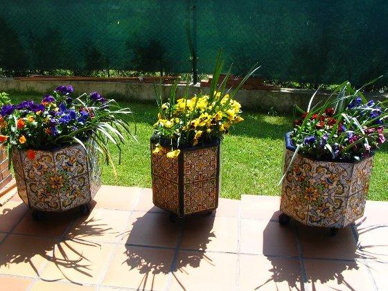 Ideas para crear peque os espacios al aire libre terraza - Maceteros para terrazas ...