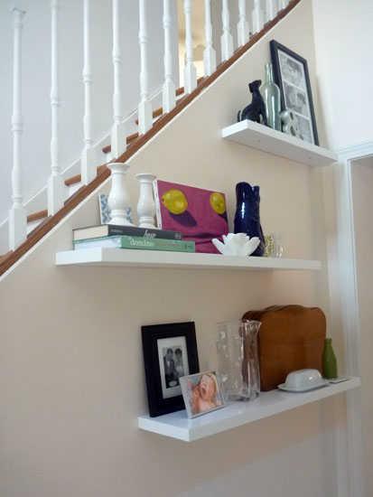 Repisas flotantes para sala perfectas sala decora for Repisas para escaleras