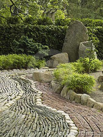 Decoraci n de jard n con piedras para tu casa jardin for Camino de piedra jardin