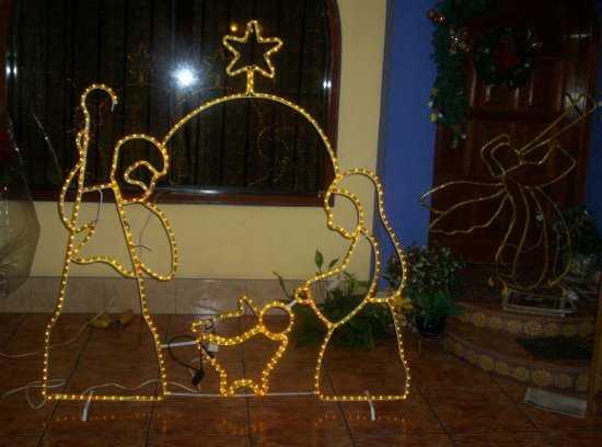 Decoraci n de navidad para la fachada de tu casa navidad for Adornos navidenos para exteriores