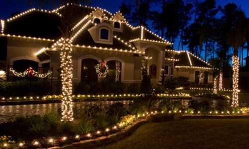 Decoraci n de navidad para la fachada de tu casa navidad for Professional outdoor christmas decorations