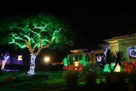 Decoraci n de navidad para la fachada de tu casa navidad for Iluminacion para balcones