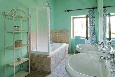 ¡Renueva tu baño pequeño con una moderna decoración en ...