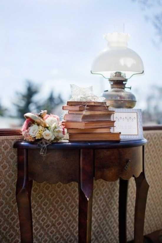 Te ense amos a pintar y restaurar los muebles de tu sala for Como reciclar una mesa de televisor antigua