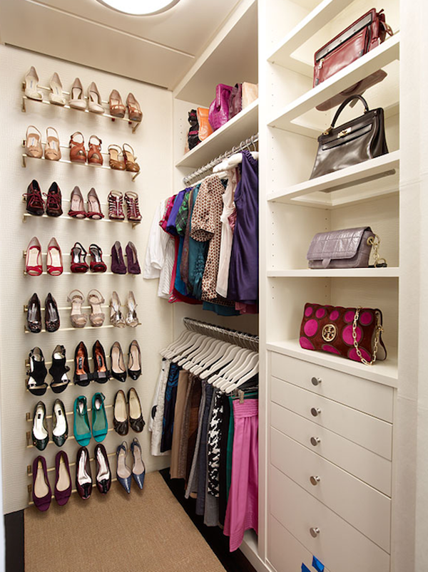 Modernos modelos de walk in closets para tu dormitorio for Walking closet modernos pequenos