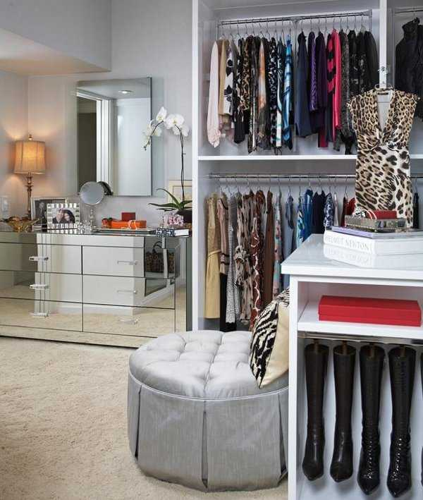 Home decorations modern models walk in closets for your for Walking closet modernos pequenos
