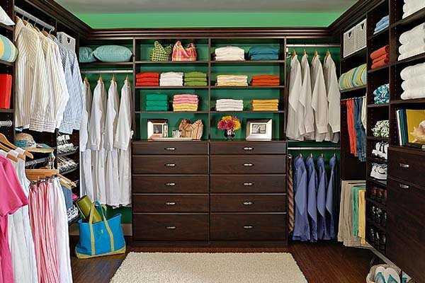 Modernos modelos de walk in closets para tu dormitorio for Closets para recamaras matrimoniales