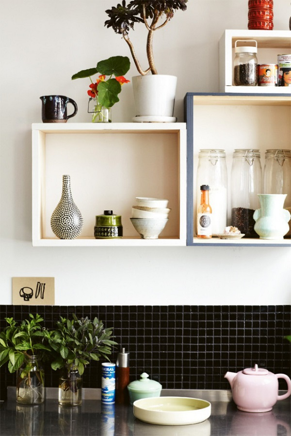 7 ideas creativas para reciclar y decorar bricolaje for Decoracion de cocinas pequenas con repisas